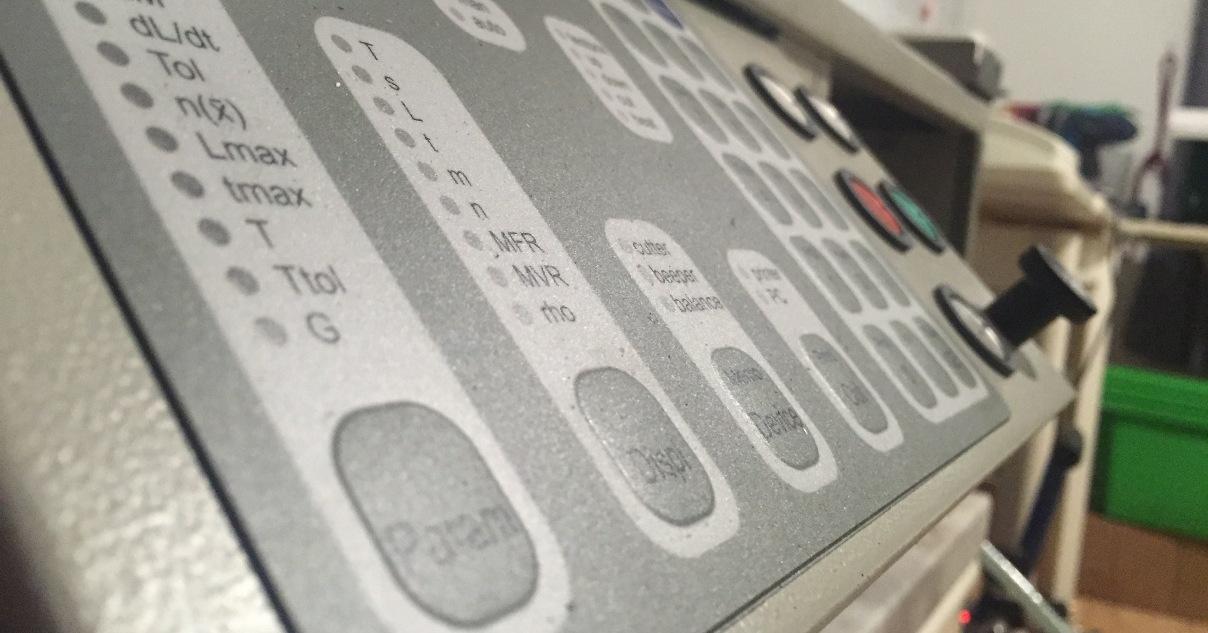 Wir bestimmen Schmelzindeze und andere Eigenschaften von Kunststoffen